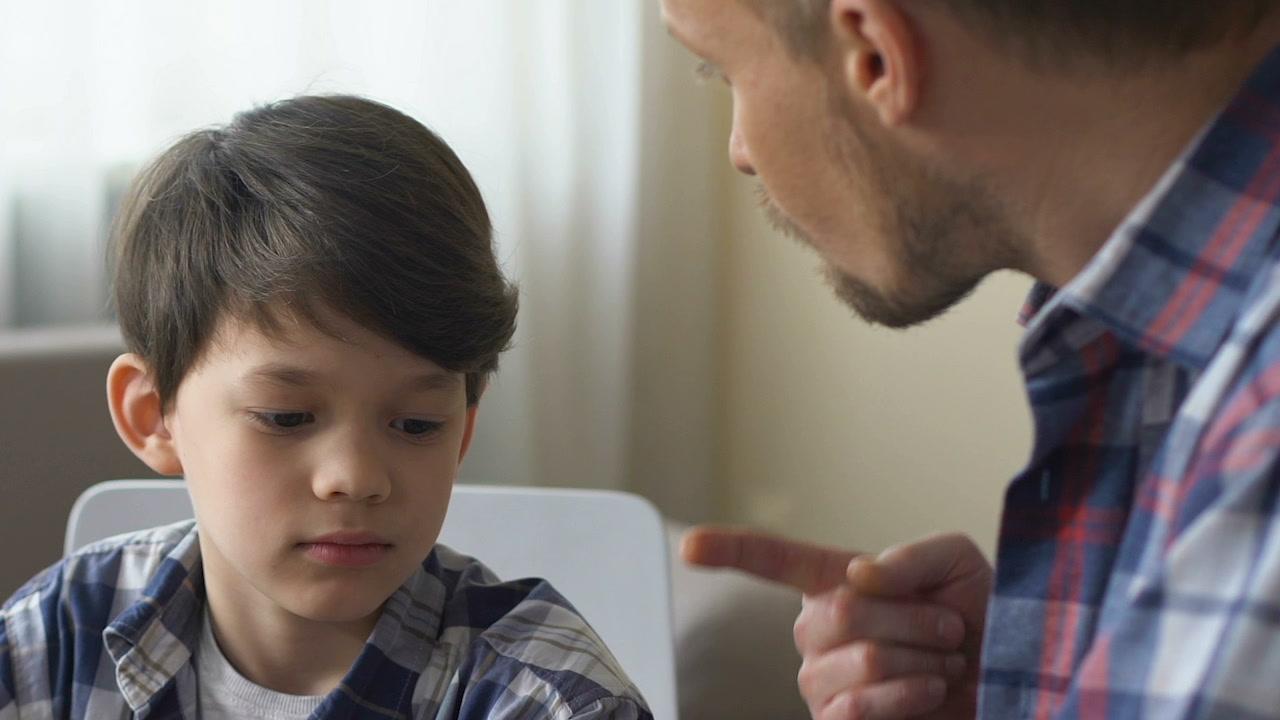 dad-scolds-his-son-bad-footage-087699334_prevstill