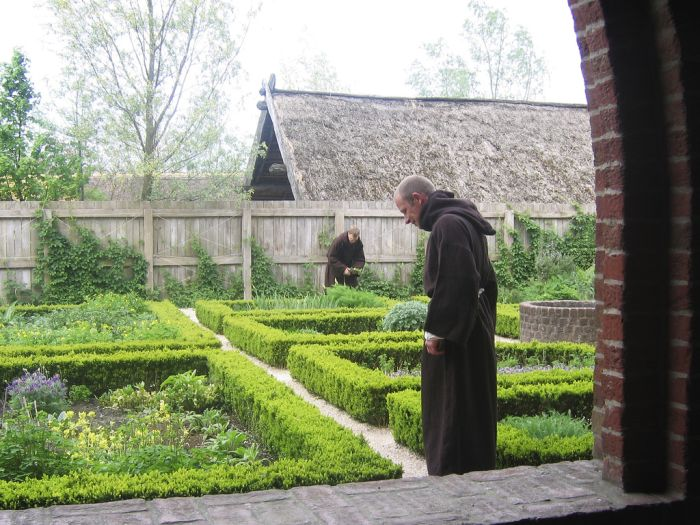 Monks working L_tcm4-561503